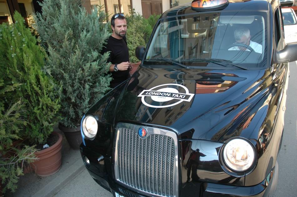 Un taxi londonez pentru reporterul Jurnalului National