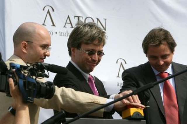 The officials and the press swallowed the lie. Paul Milata (left) pushed the red button. The wire was not connected to anything.