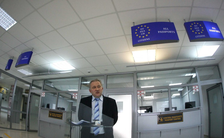 Cornel Samartinean, alone outside Schengen. With talent, he puts shoulder to the bankruptcy of the airport he runs.