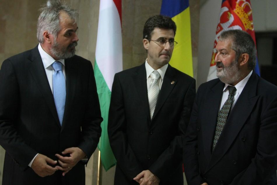 Ostaficiuc, presedinte CJ Timis (s), prefectul Mircea Bacala si primarul Timisoarei, Ciuhandu