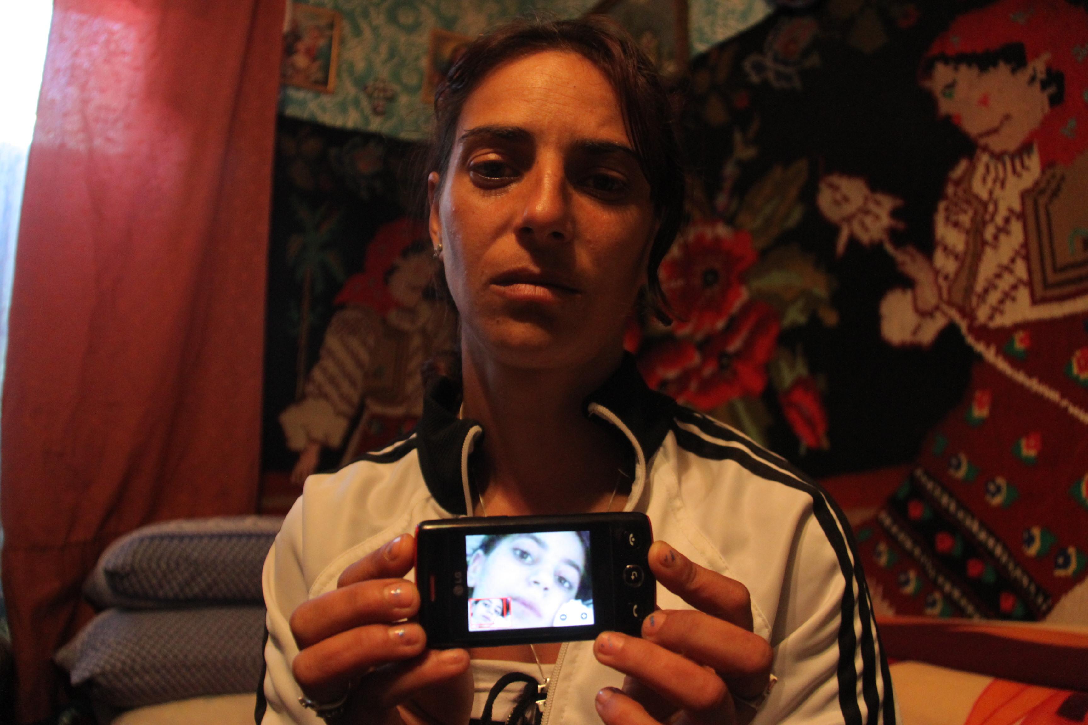"Cristina Negrea, ""mama denaturata"" sau victima a institutiilor, a presei si a propriei familii"